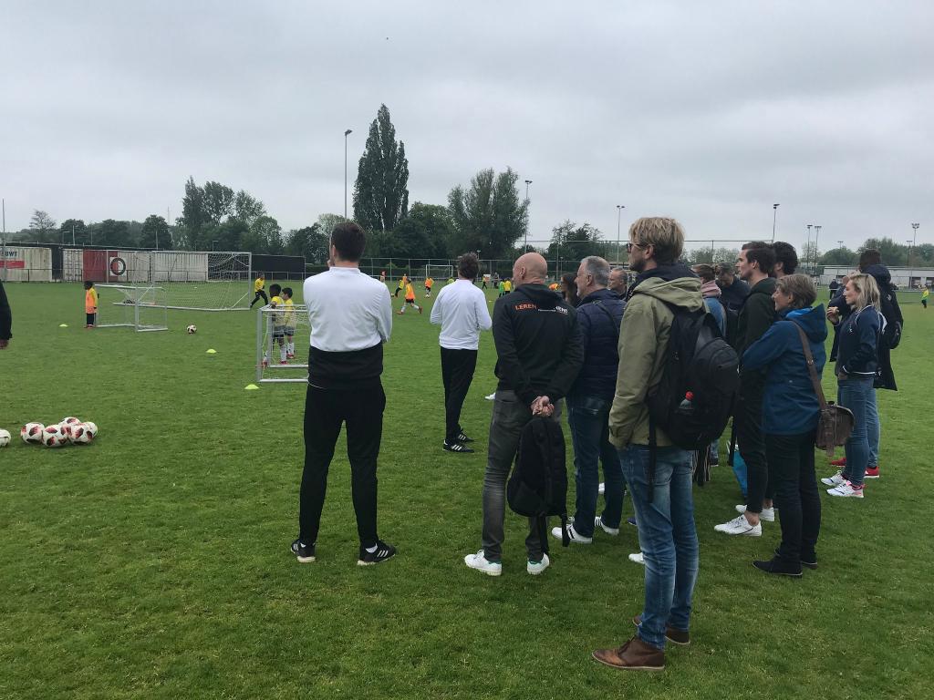bezoek Varkenoord van Johan Cruijff Alumni aan Feijenoord Jeugdopleiding